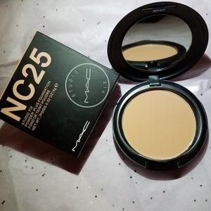 🌟 New Mac Studio Fix Powder + Foundation NC25 🌟